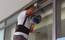 Commercial 24 hour emergency glazier